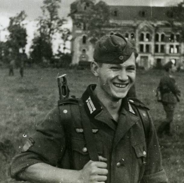 A soldier of the Spanish Blue Division